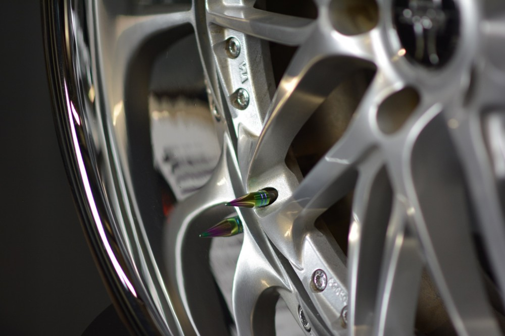 Color NEO CHROME 1.25in Spiked Metal Valve Stem Caps (4)