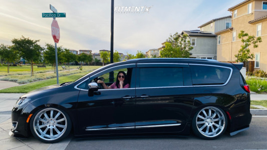 2017 Chrysler Pacifica - 22x10.5 25mm - Concept One Rs-10 - Air Suspension - 265/35R22