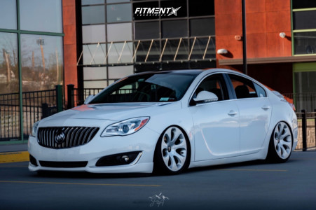 2014 Buick Regal - 19x8.5 14mm - BMW Style 121 - Air Suspension - 235/35R19