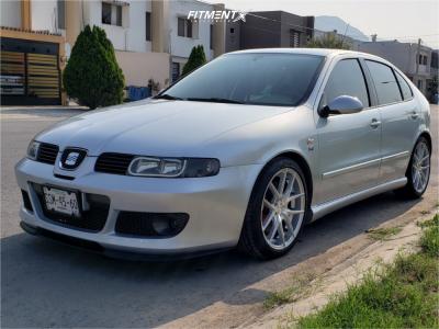 2005 Seat Leon - 18x8 40mm - Niche Targa - Stock Suspension - 225/40R18