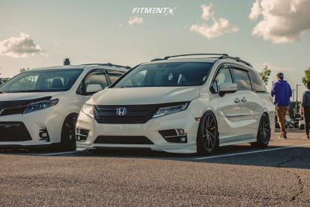 2018 Honda Odyssey - 20x9 35mm - Vossen Cvt - Air Suspension - 245/45R20
