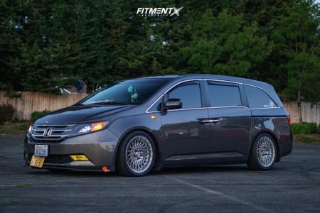 2012 Honda Odyssey - 19x8.5 35mm - Avant Garde M540 - Coilovers - 245/40R19