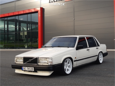 1989 Volvo 740 - 17x8.5 10mm - Japan Racing Jr3 - Coilovers - 205/40R17