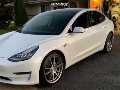 2020 Tesla 3 - 20x9 35mm - Rohana Rf2 - Stock Suspension - 235/35R20