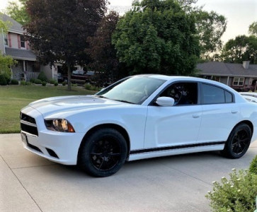 2013 Dodge Charger - 19x8.5 32mm - Verde Axis - Stock Suspension - 255/50R19