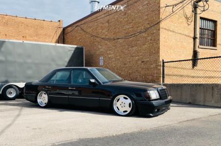 1990 Mercedes-Benz 300E - 17x8 30mm - Alzor 803 - Air Suspension - 205/40R17