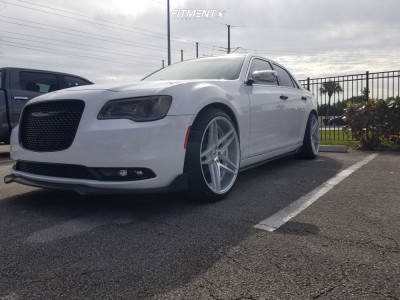 2019 Chrysler 300 - 22x10.5 25mm - Rosso Reactive - Stock Suspension - 265/35R22