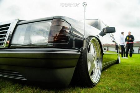 1986 Mercedes-Benz 190E - 17x8.5 32mm - OZ Racing Futura - Air Suspension - 195/40R17