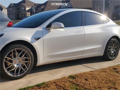 2019 Tesla 3 - 19x8.5 35mm - Rohana RFX7 - Stock Suspension - 235/40R19