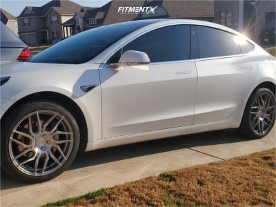 2019 Tesla 3 - 18x8.5 35mm - Rohana Rfx7 - Stock Suspension - 235/40R18
