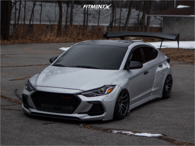 2018 Hyundai Elantra - 18x10.5 15mm - ESR Sr08 - Air Suspension - 275/35R18