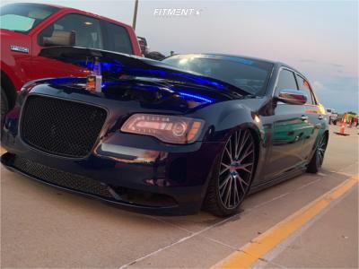 2012 Chrysler 300 - 22x9.5 15mm - Ravetti M12 - Air Suspension - 265/35R22