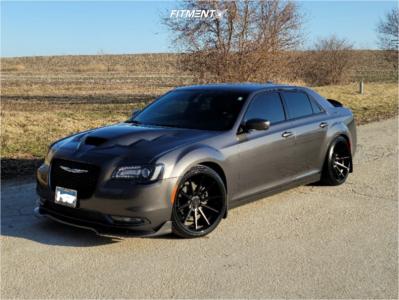 2019 Chrysler 300 - 22x9.5 12mm - Ferrada Fr4 - Coilovers - 255/30R22