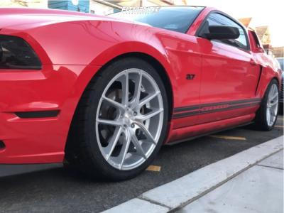 2013 Ford Mustang - 20x8.5 35mm - Niche Targa - Lowering Springs - 275/35R20