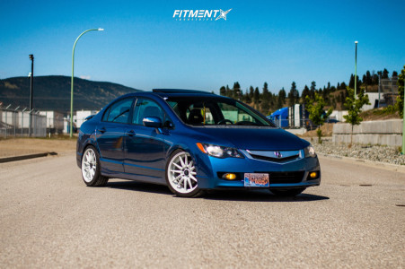 2009 Acura CSX - 18x8.5 35mm - Cosmis Racing R1 - Coilovers - 225/40R18