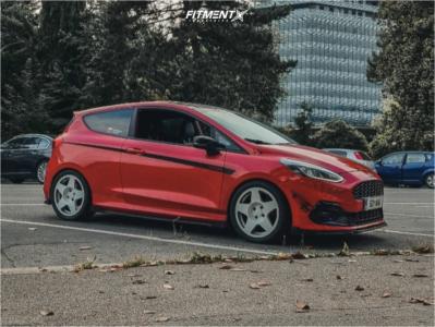 2018 Ford Fiesta - 17x8 42mm - Fifteen52 Tarmac - Coilovers - 235/40R17
