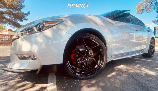 2017 Nissan Maxima - 19x8.5 35mm - Rohana Rfx11 - Stock Suspension - 245/35R19