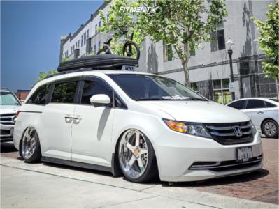 2015 Honda Odyssey - 21x9.5 34mm - GMR VSS-2 - Air Suspension - 215/35R21