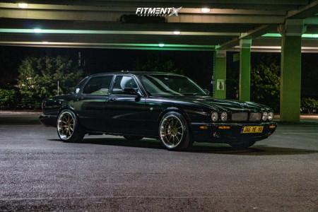 2002 Jaguar XJR - 19x9.5 15mm - Aodhan Ds07 - Stock Suspension - 255/35R19