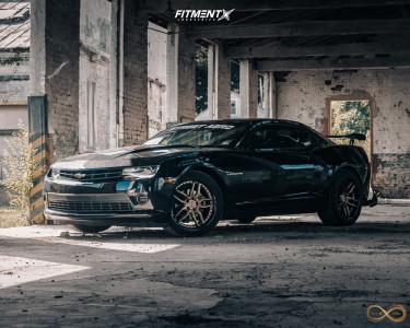 2015 Chevrolet Camaro - 20x9 35mm - Niche Methos - Stock Suspension - 275/40R20