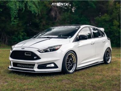 2015 Ford Focus - 18x8.5 43mm - Konig Hypergram - Lowering Springs - 245/40R18