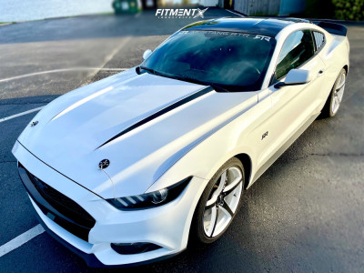 2015 Ford Mustang - 20x8.5 40mm - RTX R-Spec Illusion - Stock Suspension - 245/35R20