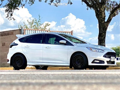 2016 Ford Focus - 18x8.5 42mm - Fifteen52 Integrale - Stock Suspension - 235/40R18