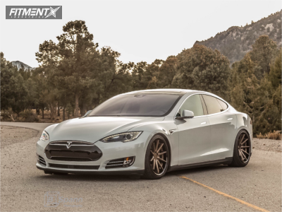 2016 Tesla S - 20x9 35mm - Ferrada Fr4 - Stock Suspension - 245/40R20