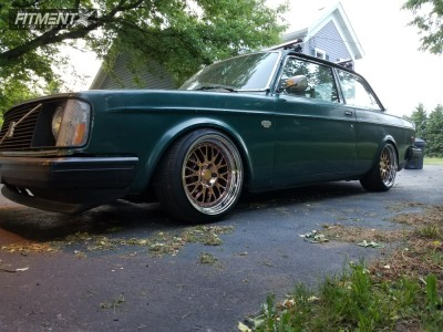 1976 Volvo 242 - 17x9 28mm - CCW Lm20 - Coilovers - 215/40R17