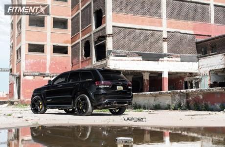 2018 Jeep Grand Cherokee - 22x10.5 35mm - Velgen Classic5 - Lowering Springs - 305/35R22