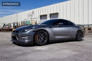 2012 Nissan GT-R - 20x9 15mm - Velgen VMB5 - Lowered on Springs - 255/40R20