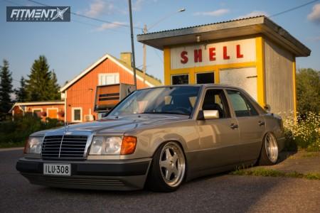 1992 Mercedes-Benz 300D - 17x9.5 20mm - OZ Racing Futura - Air Suspension - 205/40R17