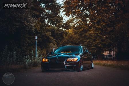 2010 BMW 335d - 19x10.5 26mm - Carline  - Air Suspension - 235/35R19