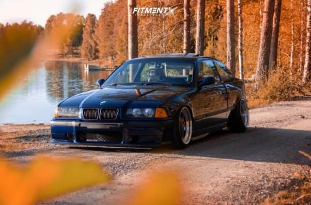 1996 BMW 320i - 17x9.5 22mm - OZ Racing Futura - Air Suspension - 205/40R17