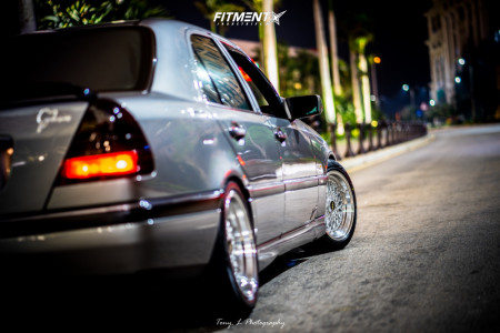 1994 Mercedes-Benz C220 - 16x8 35mm - BBS Rs - Coilovers - 195/50R16