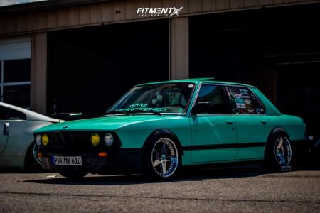 1988 BMW 528e - 17x8 0mm - Leon Hardiritt Kolosters - Stock Suspension - 205/40R17