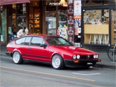 1984 Alfa Romeo GTV-6 - 16x9 15mm - Fifteen52 EVO Classic - Coilovers - 205/40R16