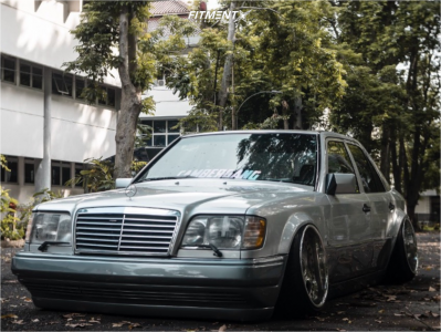 1994 Mercedes-Benz E320 - 18x14 22mm - SSR Koenig - Air Suspension - 305/30R18