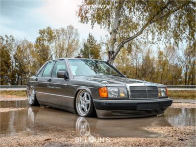 1995 Mercedes-Benz 190E - 17x8 30mm - Speedline Mariani - Air Suspension - 195/40R17