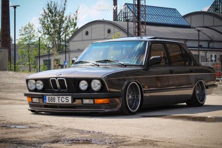 1986 BMW 535i - 17x8.5 10mm - RH Mesh - Air Suspension - 215/40R17