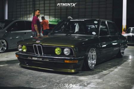 1984 BMW 525i - 17x10 0mm - Hartge  - Air Suspension - 205/40R17