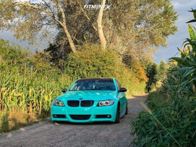 2006 BMW 3 Series - 19x9.5 35mm - VMR V710ff - Air Suspension - 215/35R19