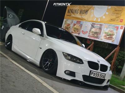 2009 BMW 335d - 18x9.5 22mm - Japan Racing Jr18 - Air Suspension - 215/40R18
