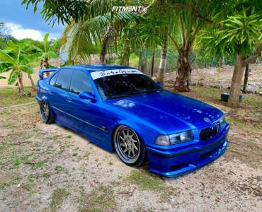 1996 BMW 318i - 18x8.5 30mm - ESR Sr09 - Air Suspension - 205/30R18