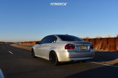 2006 BMW 3 Series - 18x8.5 35mm - ESR Sr01 - Stock Suspension - 225/35R18