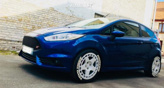 2014 Ford Fiesta - 17x8 42mm - Fifteen52 Tarmac - Stock Suspension - 235/40R17
