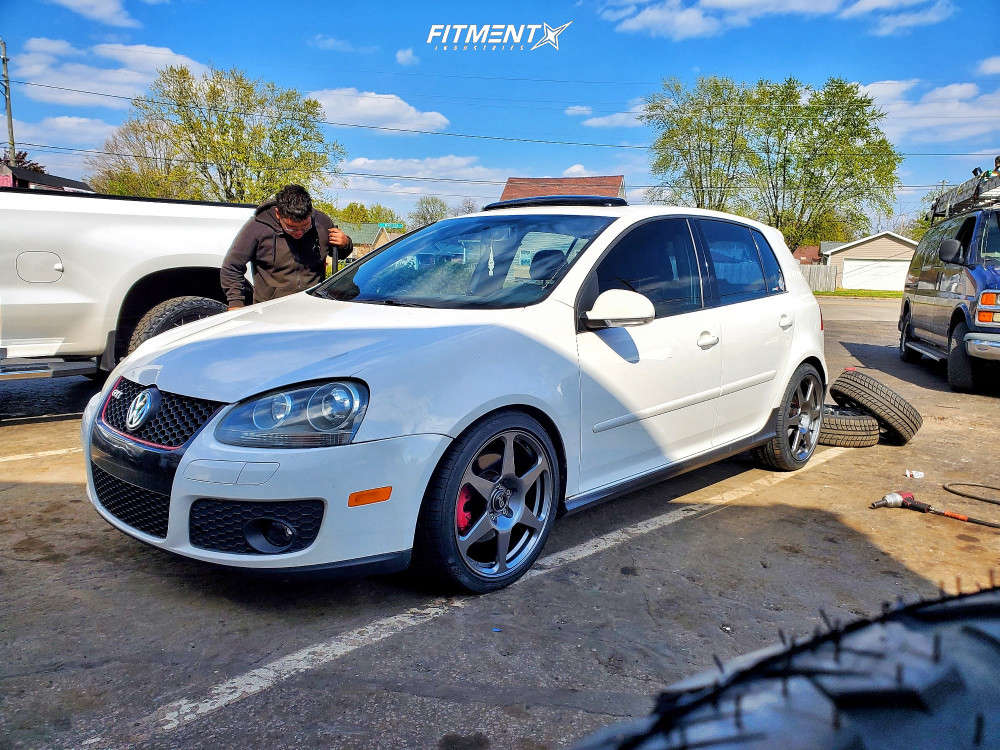 Flush 2007 Volkswagen GTI with 18x8.5 Neuspeed RSE06 and Kumho Ecsta Ps31 225/40 on Lowering Springs - Fitment Industries Gallery