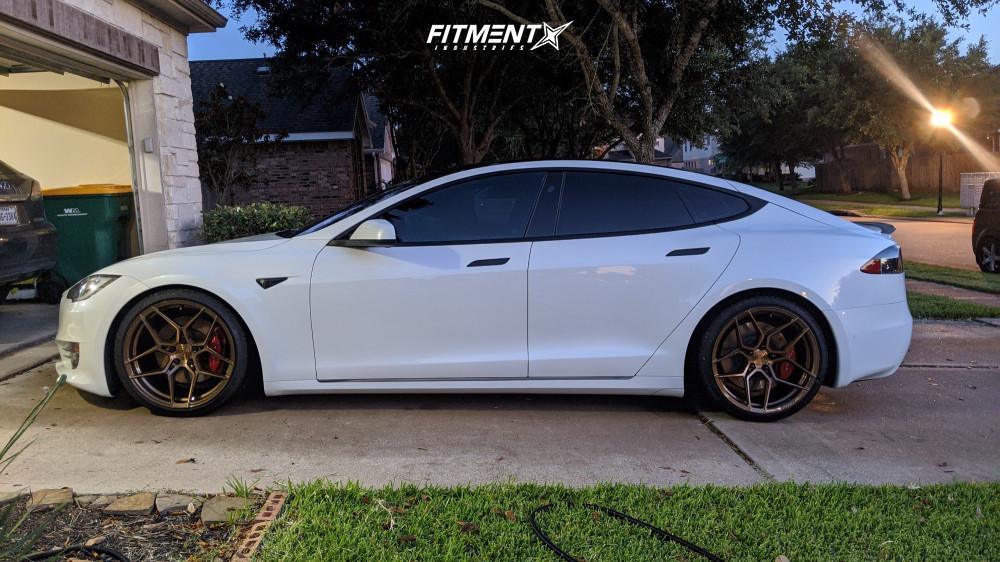 Tesla Model S Rohana