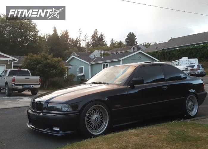Lowered BMW E36 with 17 inch wheels