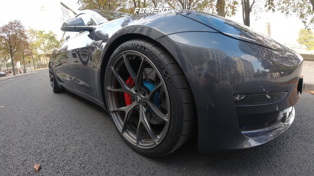 Tesla Model 3 Michelin Pilot Sport Cup 2